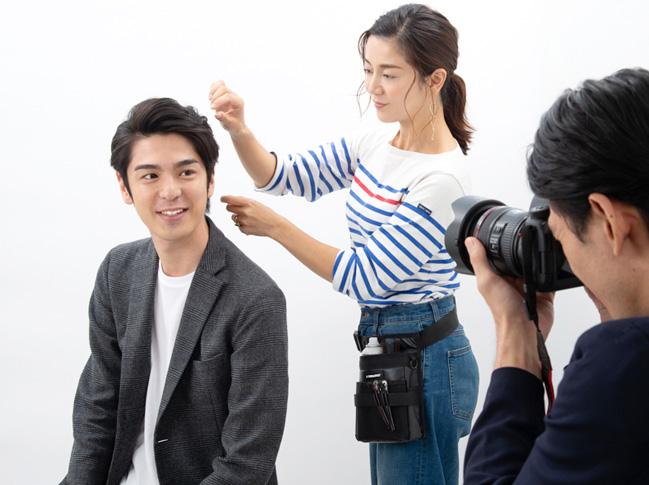 婚活写真を撮影される男性の写真