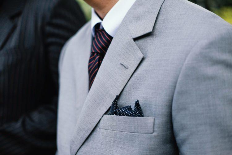 男性が婚活写真を撮る時の服装はスーツの選び方を詳しく解説