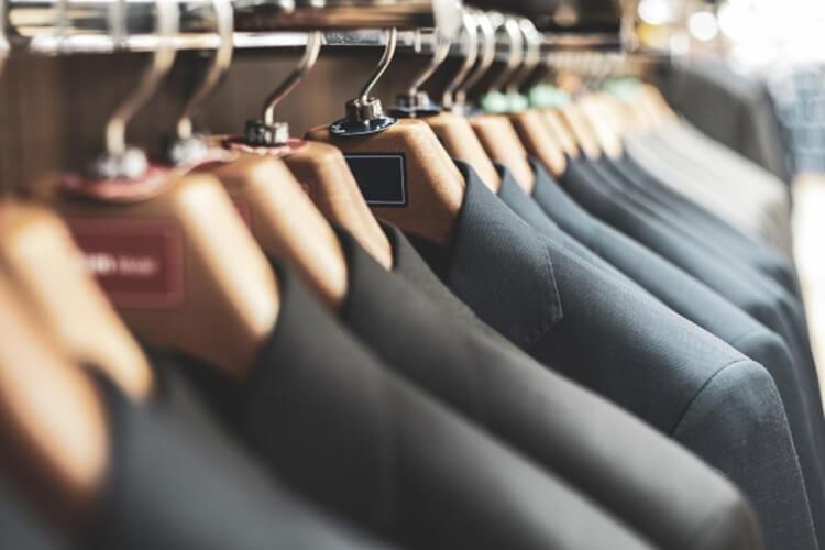 男性が婚活写真を撮る時の服装はスーツの選び方を詳しく解説4