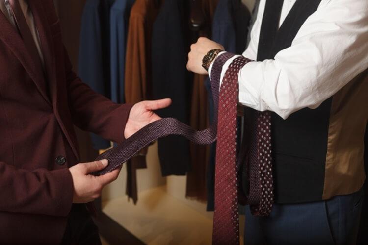 婚活写真におすすめのネクタイの色は?柄は?詳しく解説します1