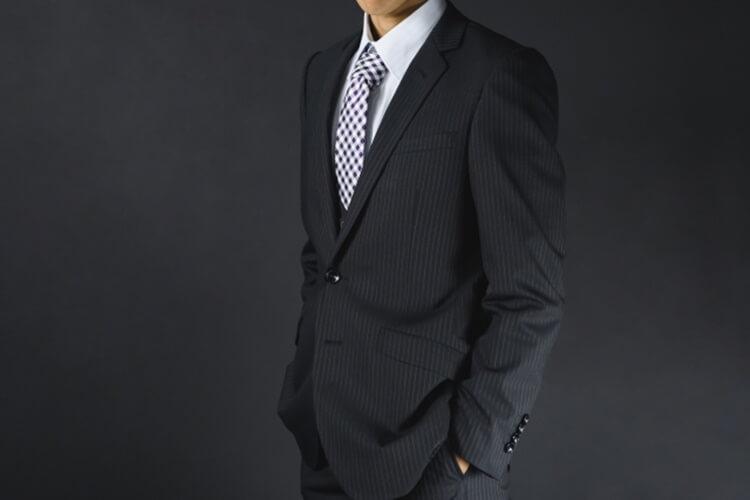 男性が婚活写真を撮る時の服装はスーツの選び方を詳しく解説7