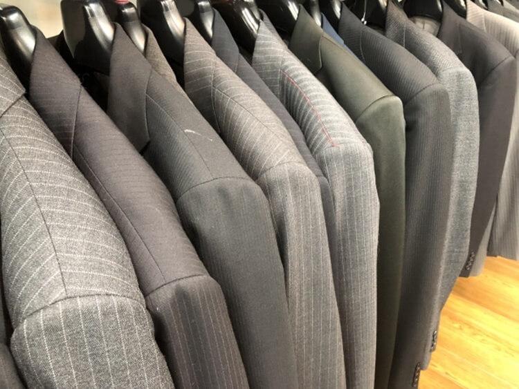 男性が婚活写真を撮る時の服装はスーツの選び方を詳しく解説1