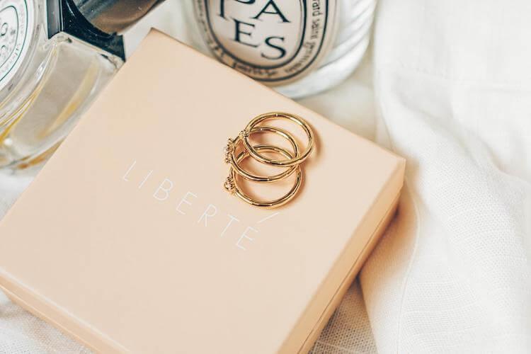 婚活写真を華やかにするアクセサリーの選び方。そのポイントをご紹介!1