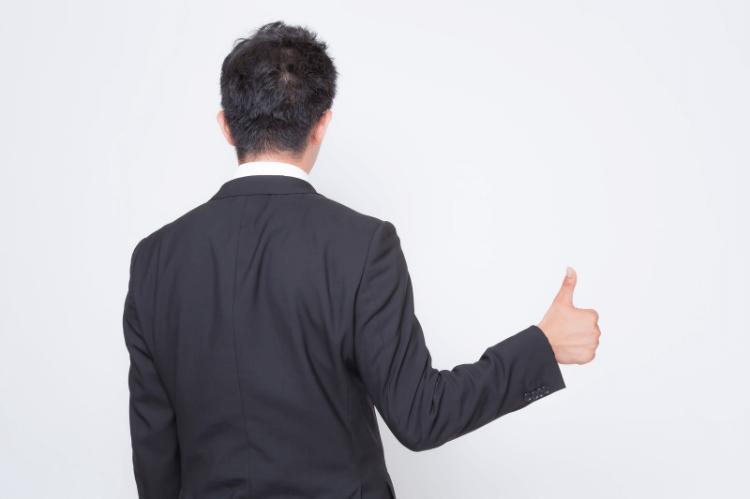 男性の婚活写真でシャツを着るときの注意点と着こなし別の選び方を解説3