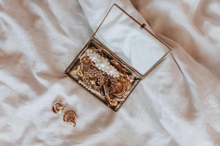 婚活写真を華やかにするアクセサリーの選び方。そのポイントをご紹介!2