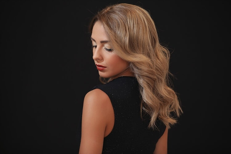 【40代婚活女性】男性の目を引く婚活写真の髪型とは?アピールすべき印象やセット方法も紹介3