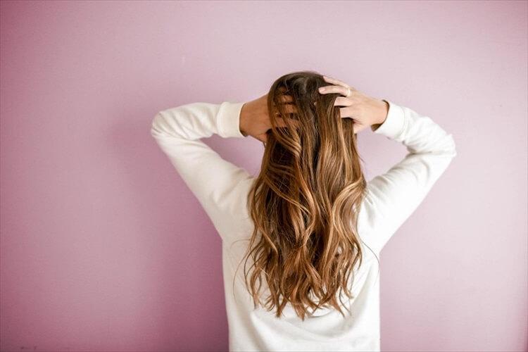 【40代婚活女性】男性の目を引く婚活写真の髪型とは?アピールすべき印象やセット方法も紹介4