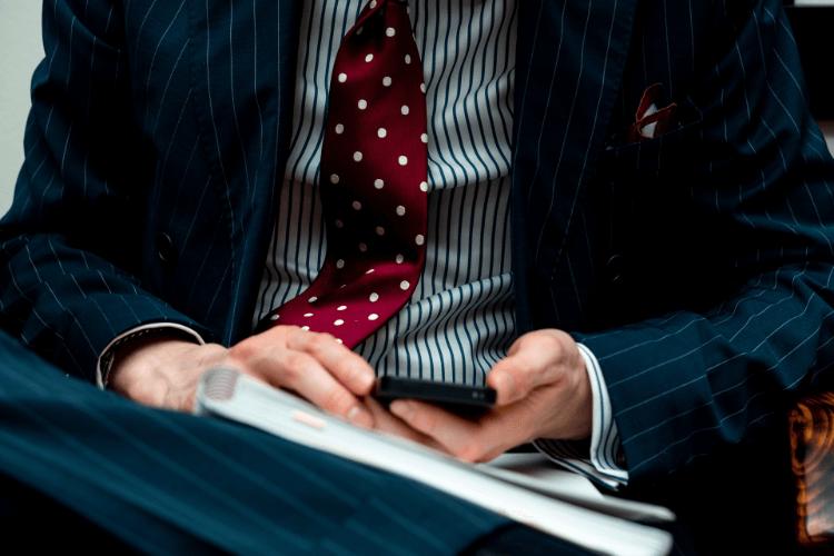 男性の婚活写真でシャツを着るときの注意点と着こなし別の選び方を解説5