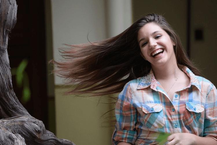【20代婚活女性】婚活写真の髪型でおすすめは?髪型とセット方法を紹介